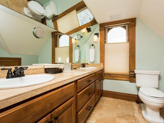 colorado_resorts_flat_top_bathroom