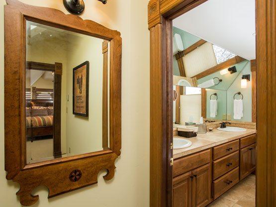 colorado_resorts_flat_top_bathroom_entry
