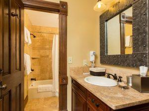 steamboat_colorado_sleeping_bathroom_entry