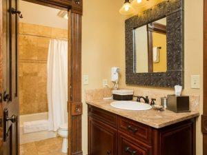 steamboat_colorado_sleeping_bathroom_entry2