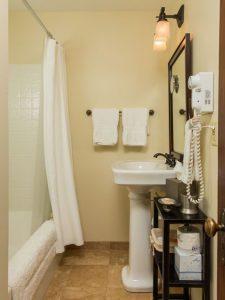 steamboat_springs_CO_emerald_suite_bathroom
