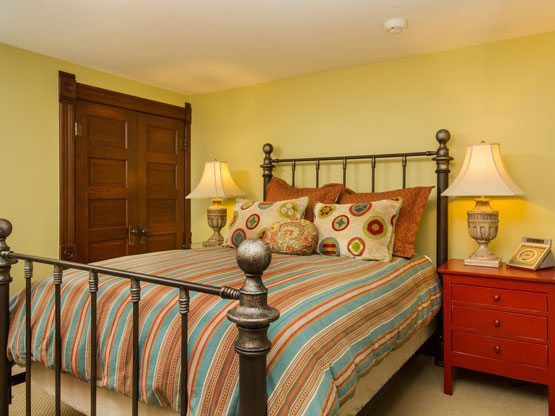 steamboat_springs_CO_emerald_suite_bed