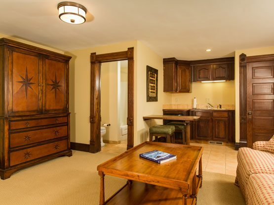 steamboat_springs_CO_emerald_suite_living