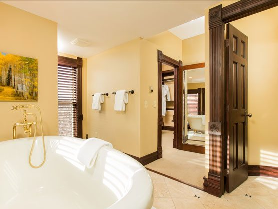 valley_view_room_bathroom_luxury
