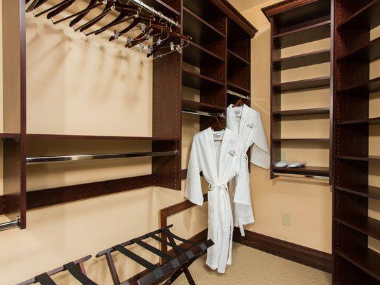 valley_view_room_closet_walkin