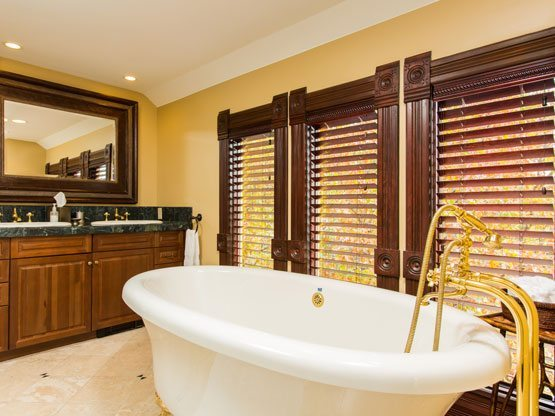 valley_view_room_tub_view